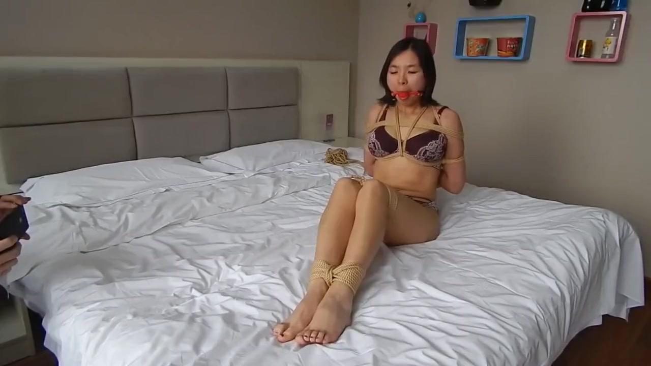 Asian bondage Midget espoir royals