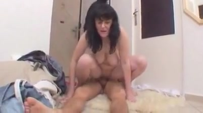 GEIL undOVER40 2 Hot brunette milf smoking backdoor sex