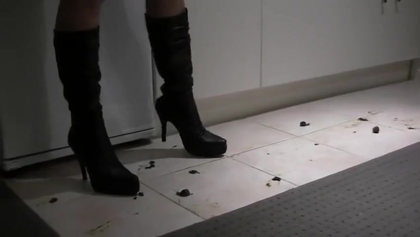 Snail Crush In Black Boots Dating during a divorce in california