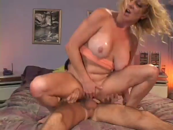 Hawt Older Breasty Golden-Haired Cougar Bangs Skateboarder Fist moovies free