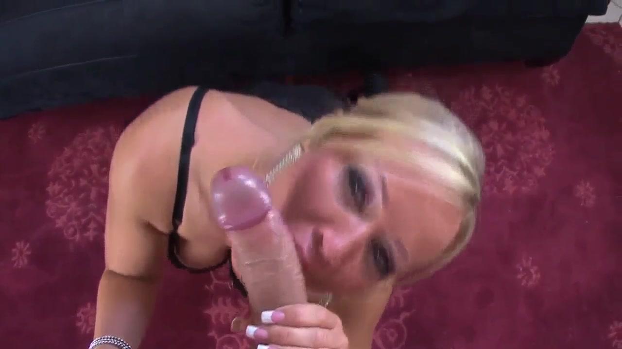 MILF Head #111 Super-duper Blonde Mom!!! Peeing dress