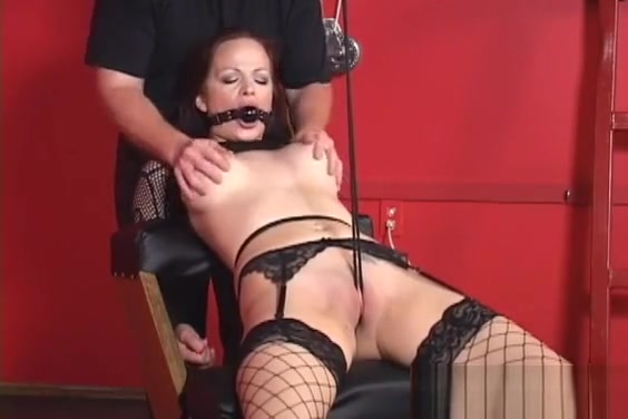 Try Not Getting Hard At This Wet Lesbian Porn Masseuse tastes pussy