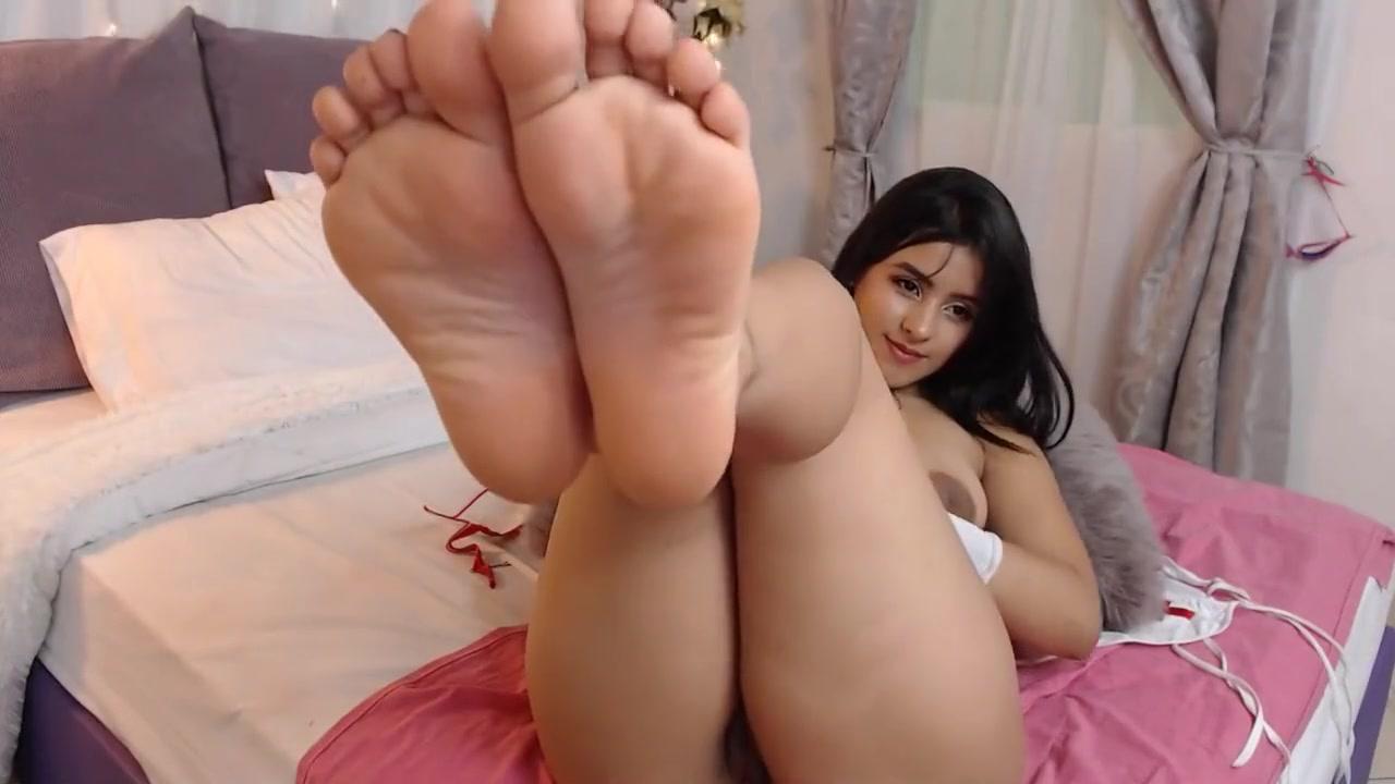 Petite Latina Teen Feet