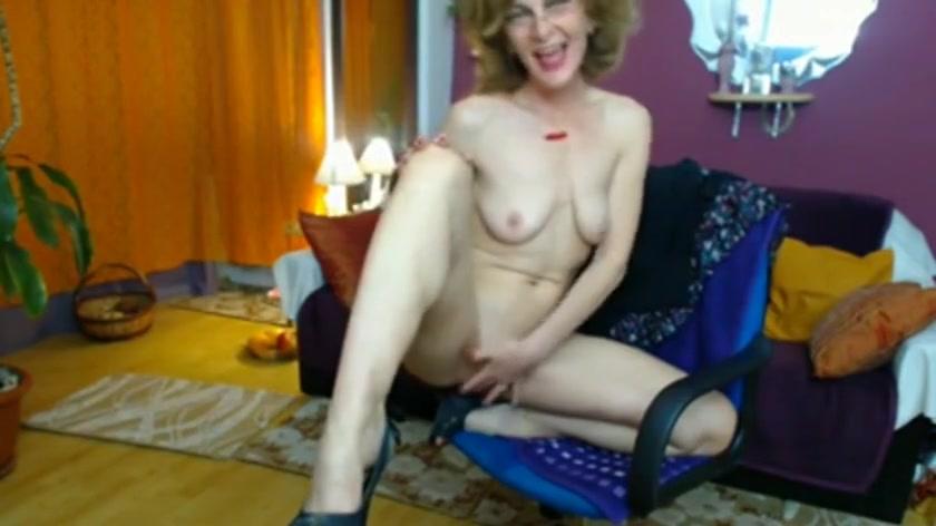 Blonde granny masturbating on cam.