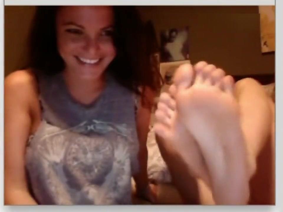 Chatroulette girls feet 3 hot teen babes flashing boobs