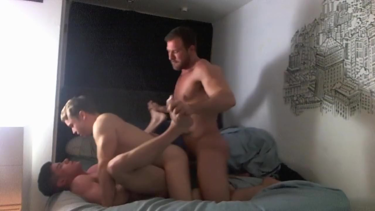 Muscle Dudes Threeway Foot in the ass porn