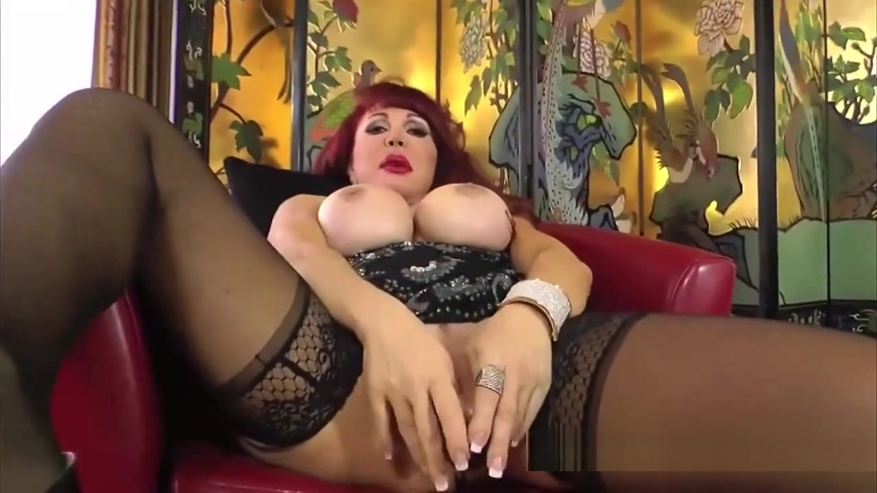 Redhead Feels Hot And Wants To Play