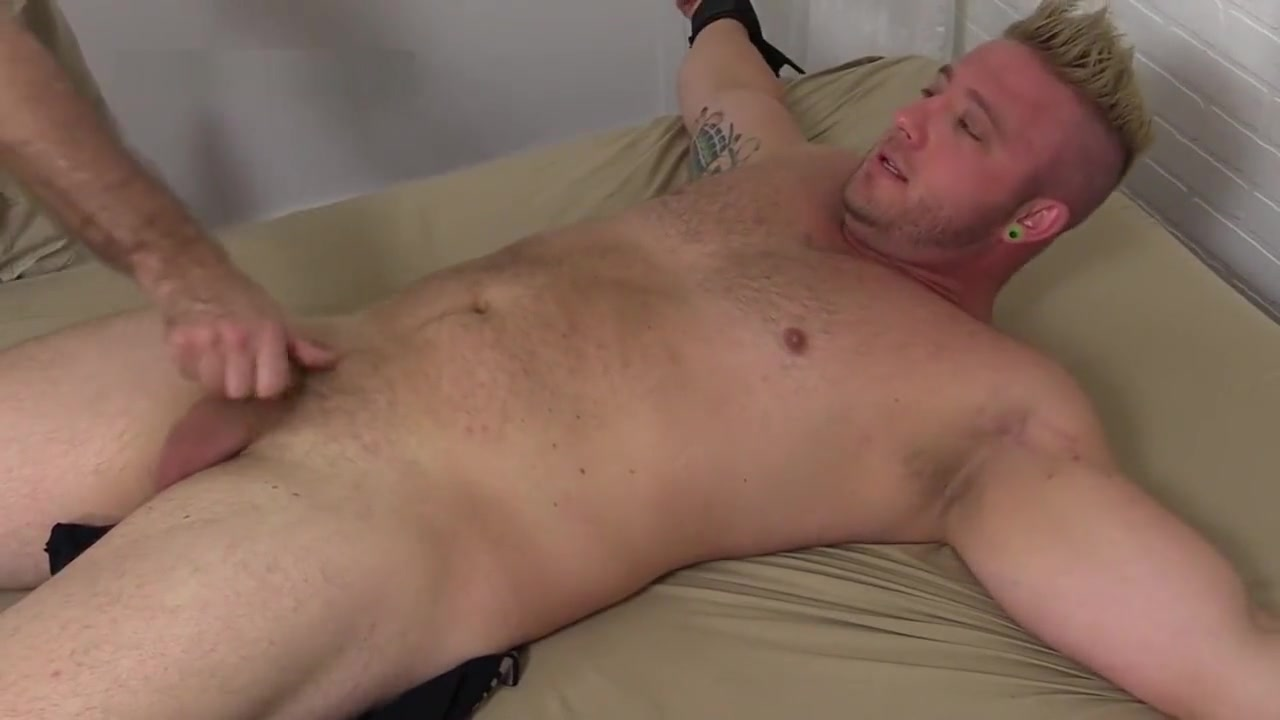 Cosquillas a Aaron Mmf Sex Story