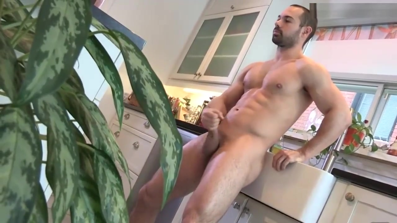 Sexy Muscled Dude Wanking in the Kitchen best of savdhan india life ok