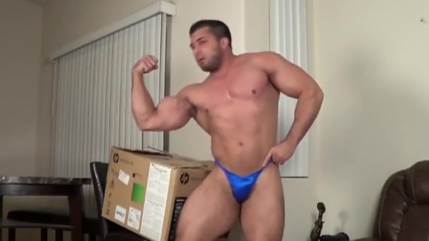 Deliverer boy shows off his muscles Speed hookup qu en pensez vous