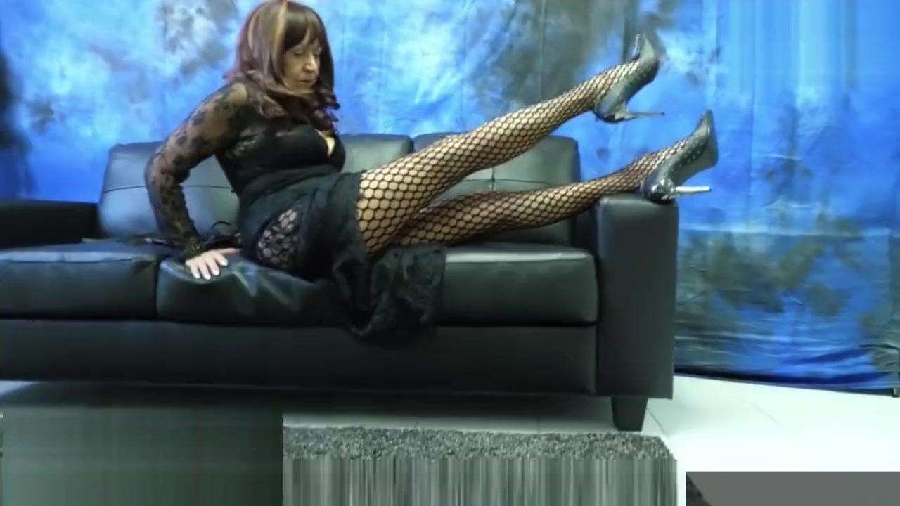 Mature Mistress Herrin Carmen Fishnet Pantyhose Legs and Spike Heels Ana Rey Olje