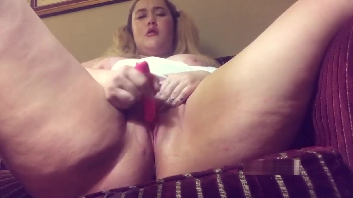 Pumping up my clit and letting Daddy watch me squirt Pretty nude twink