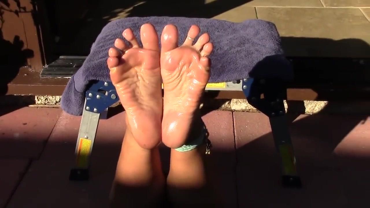 Sexy stinky hippy feet w_ wrinkled oily soles! Asian babe secretary