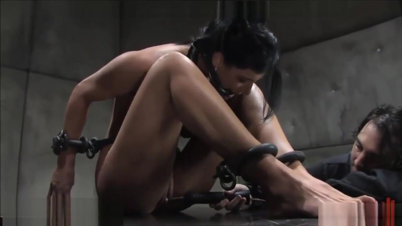 Metal bondage Slut in Araguari