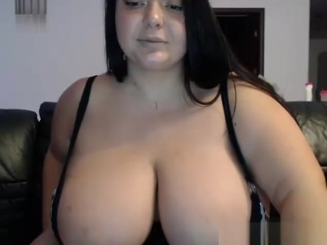 Wet Chubby Babe Live Camshow Orgasming - Watch more on xShow.pw