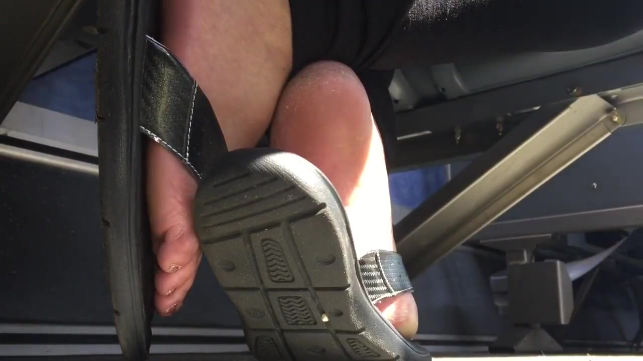 Thick Latina soles in flip flops Gifs porn naked black girl