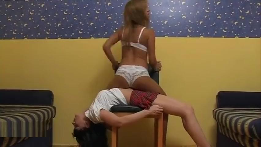 Lesbian Crushing leelee sobieski nude pictures