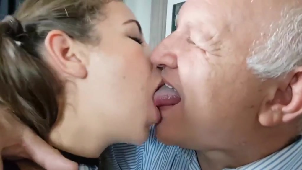Kissing Oldman First experience of sex