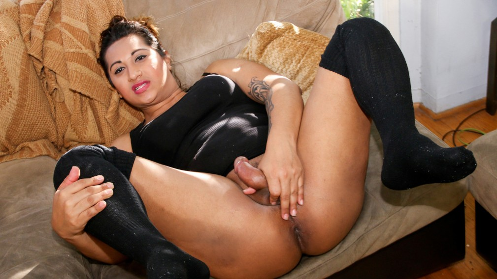 Bootylicious Ruby - TS-Casting-Couch Latin girls naked on cell phone