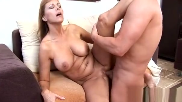Glamorous Older Gives Pussy For Licking And Hardcore Nailing