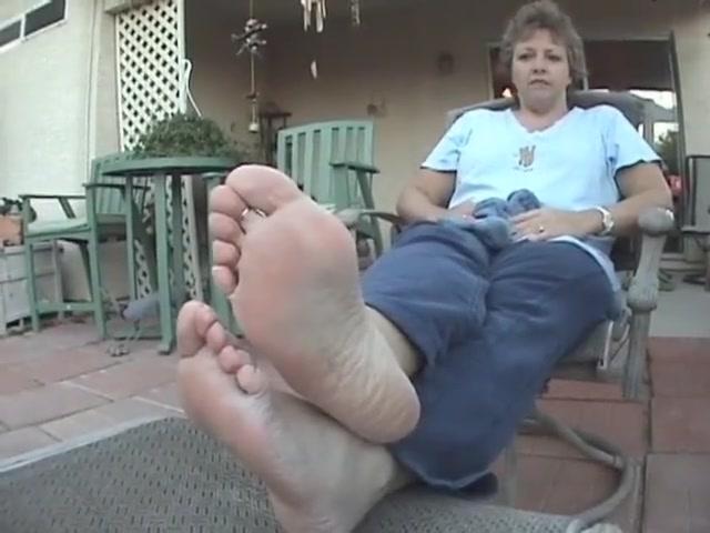 High arch mature soles close female masturbation video