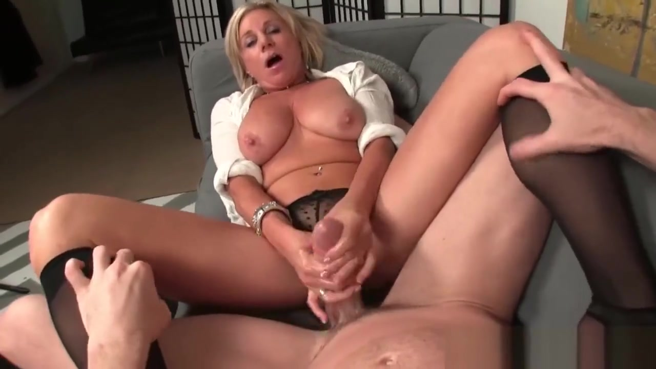 Mature Blonde Masturbating While Stripping Are To Explore Asian Women